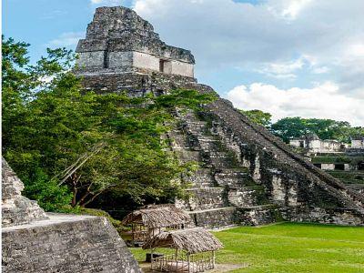 Tikal zona arqueológica